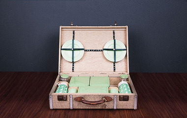 Antique picnic case